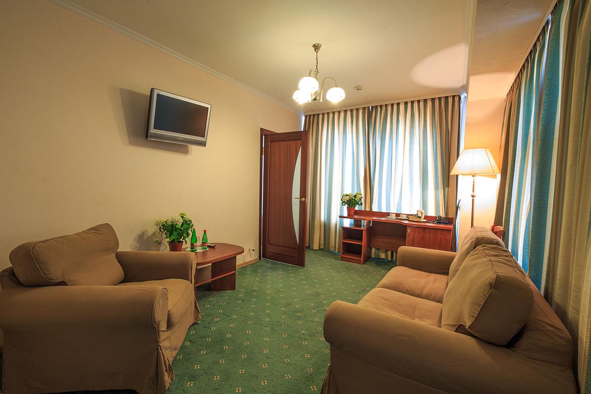 Вместительный джуниор сюит  в гостинице Берлин